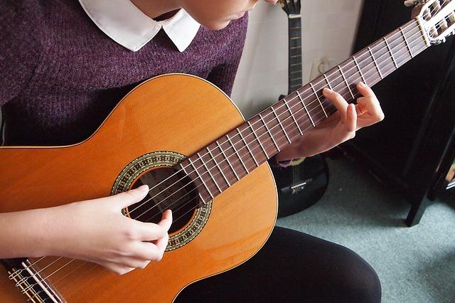 Apprendre la guitare et à choisir ses cordes